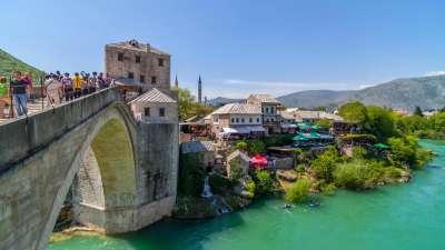 puente viejo en Mostar protecto de UNESCO